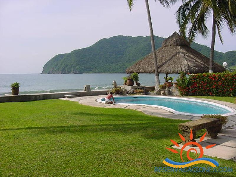 Casa en club santiago frente a la playa reservacaciones for Casas en renta en manzanillo